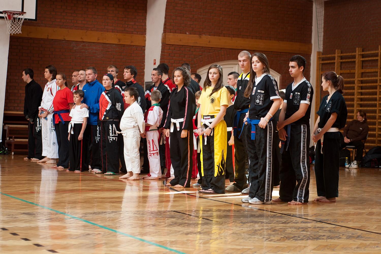 A versenyen résztvevő csapatok
